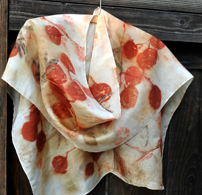 behold a pretty scarf to have